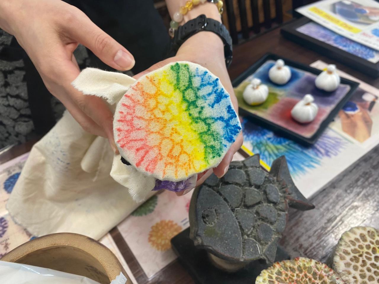画像1: 琉球・沖縄の文化に触れよう!首里琉染 サンゴ染め体験
