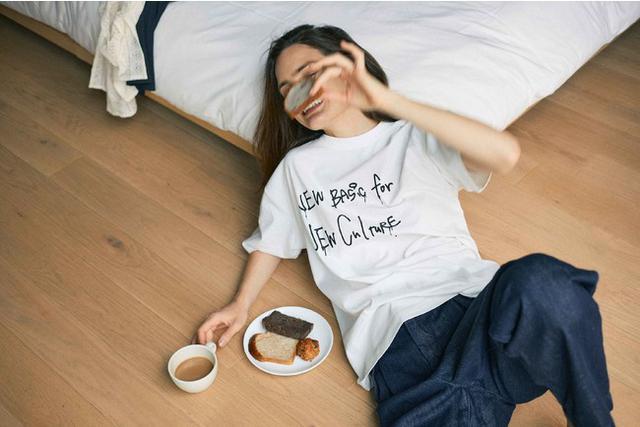 """画像6: """"着た人が楽しくなる""""をテーマにシルエットにこだわったデニムとメッセージロゴTシャツの4型を発売"""