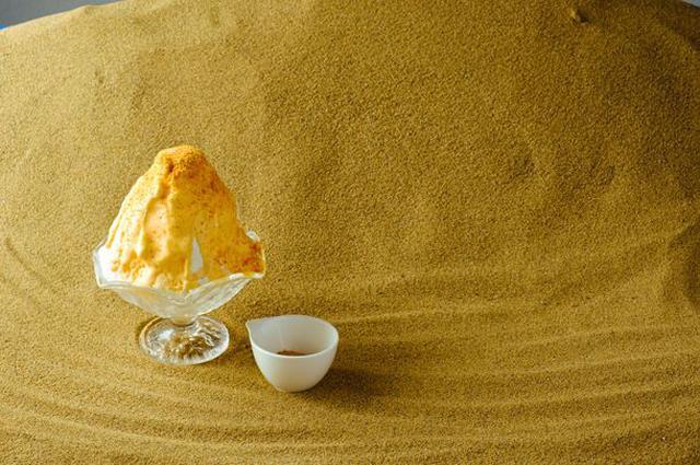 画像: 提供してから1分以内には一口目を食べていただきたい「砂プリン氷」