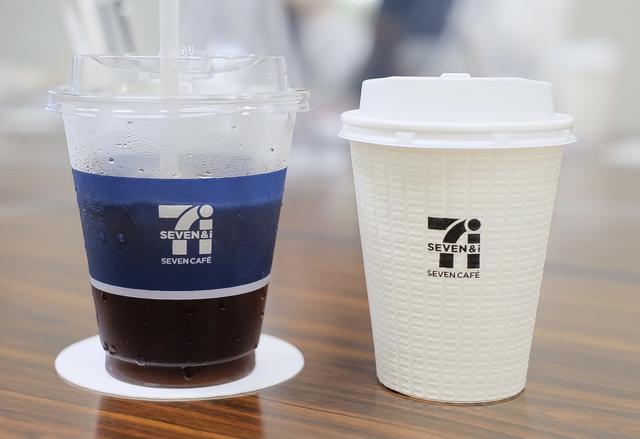 画像: 〈左〉『セブンカフェ 高級キリマンジャロブレンド』 〈右〉『セブンカフェ ホットコーヒー』