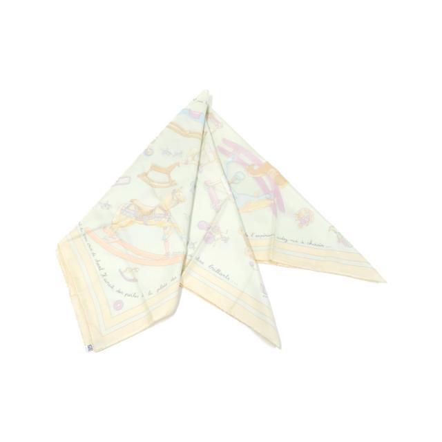 画像: 淡い色味のスカーフ