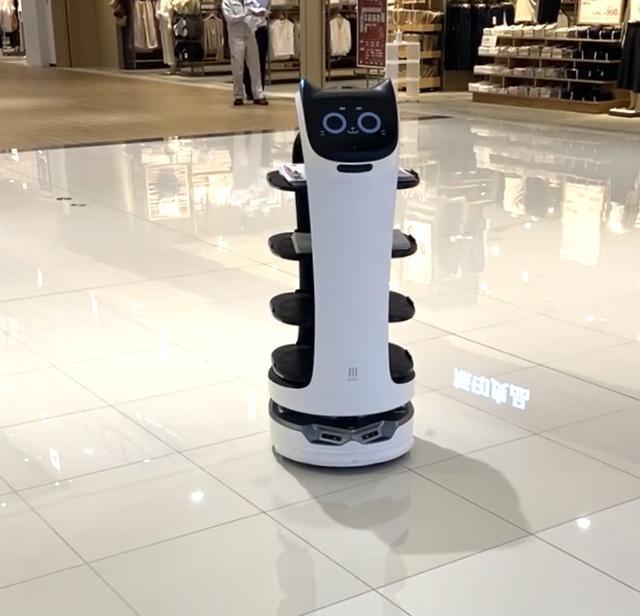 画像: ●館内配送ネコ型ロボット