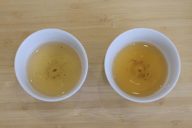 画像: 〈左〉茎ほうじ茶 〈右〉葉多めの合組されたほうじ茶