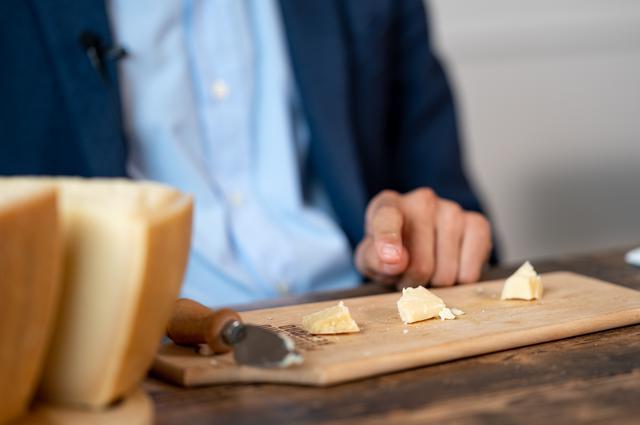 画像2: 【試食レポ】イタリアチーズの王様「パルミジャーノ・レッジャーノ」をあらためて食べ比べてみた!