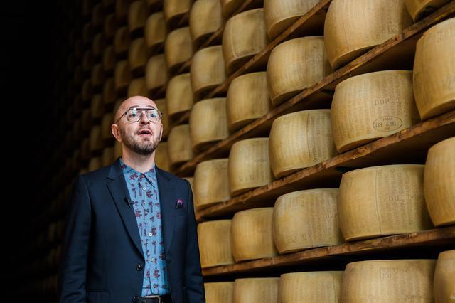 画像: パルミジャーノ・レッジャーノ・チーズ協会のファブリッツィオ・ライモンディ氏