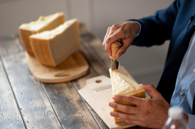画像1: 【試食レポ】イタリアチーズの王様「パルミジャーノ・レッジャーノ」をあらためて食べ比べてみた!