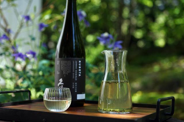 画像: 緑茶の日本酒出し