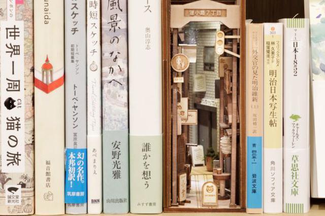 画像: 『ランプライトブックスホテル札幌』にBookTuber本棚が出現!