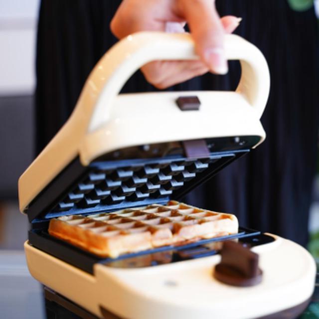 画像: 冷凍クロワッサンを挟んで焼くだけ!サンコー「ホットく!サンドメーカー」