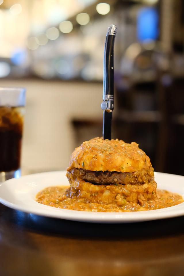 画像: 【試食レポ】グルメマンガ「本日のバーガー」に登場したあの『スロッパー』が国内のハードロックカフェで期間限定発売!