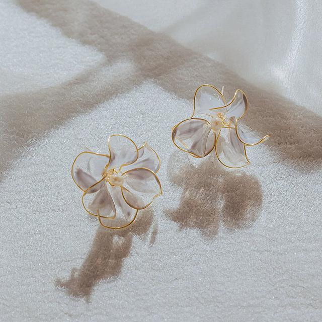 画像: [Begonia-Blue] On-ear earrings - doctrineoflady  - ピアス・イヤリング | Pinkoi
