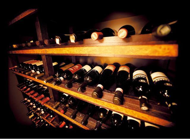 画像1: 美食には美酒を。カクテルから最高峰ワインまで、300種のラインナップをお部屋で