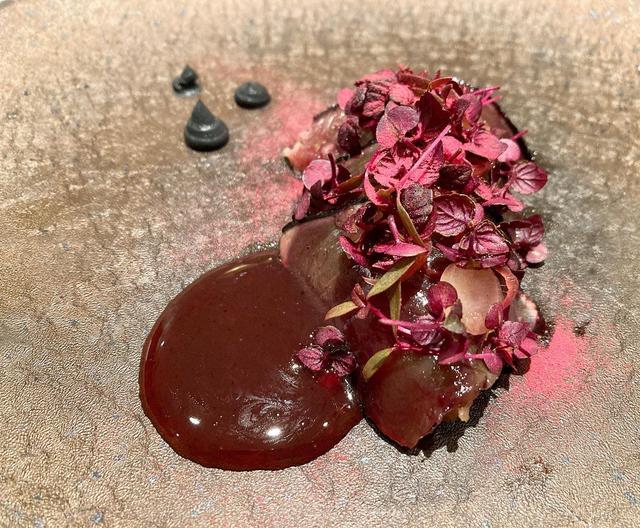 画像: アミューズから、日本の食材、鰹が。