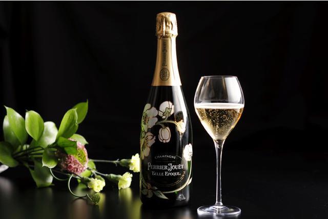 画像: 乾杯酒はサービス。200年の歴史を誇る名門メゾンのシャンパーニュ