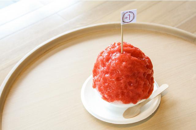画像: イチゴのまん丸かき氷