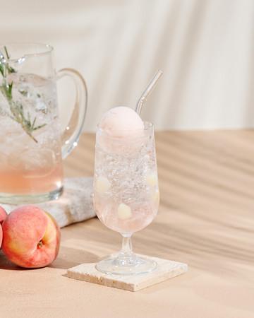 画像1: White Peach Soda(ホワイトピーチソーダ) イートイン640円/テイクアウト630円
