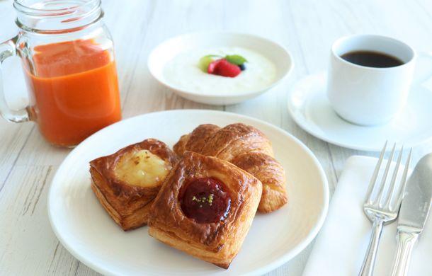 画像1: ホテルメイドの焼き立てパンなどテラス限定の朝食メニューが充実