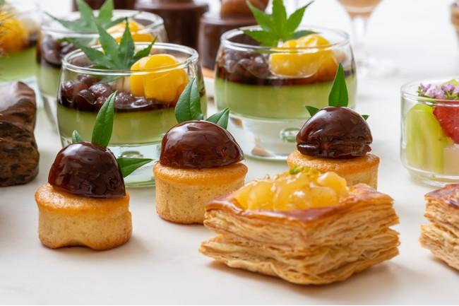 画像: 栗のパウンドケーキ(中)抹茶あんみつ(奥)アップルパイ(右下)
