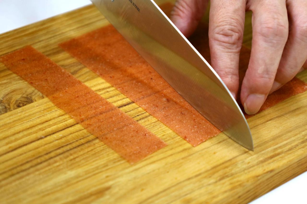 画像2: 梅好きの声から実現!切っても、巻いても楽しめる「紀州梅肉シート 梅包み」