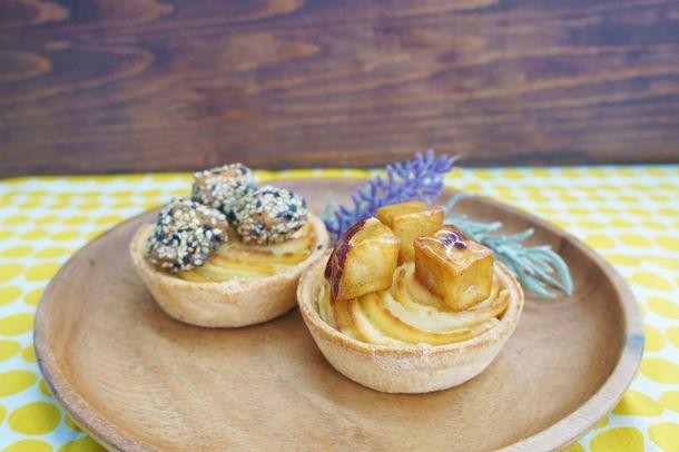 画像: ・ぽてたる(プレーン・ごま) 販売価格 378円(税込) サクサクパイ生地のタルトにお芋クリーム。ぐるぐるクリームに大学芋をトッピング。