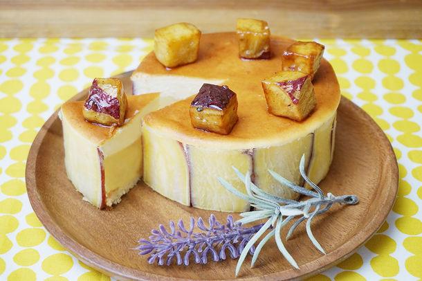 画像: ・お芋とチーズとさつまいも 販売価格 2,160円(税込) さつまいもの壁で仕上げたスイートポテトとチーズケーキの2層ケーキ。お芋の自然な甘さとチーズの酸味が相性抜群。