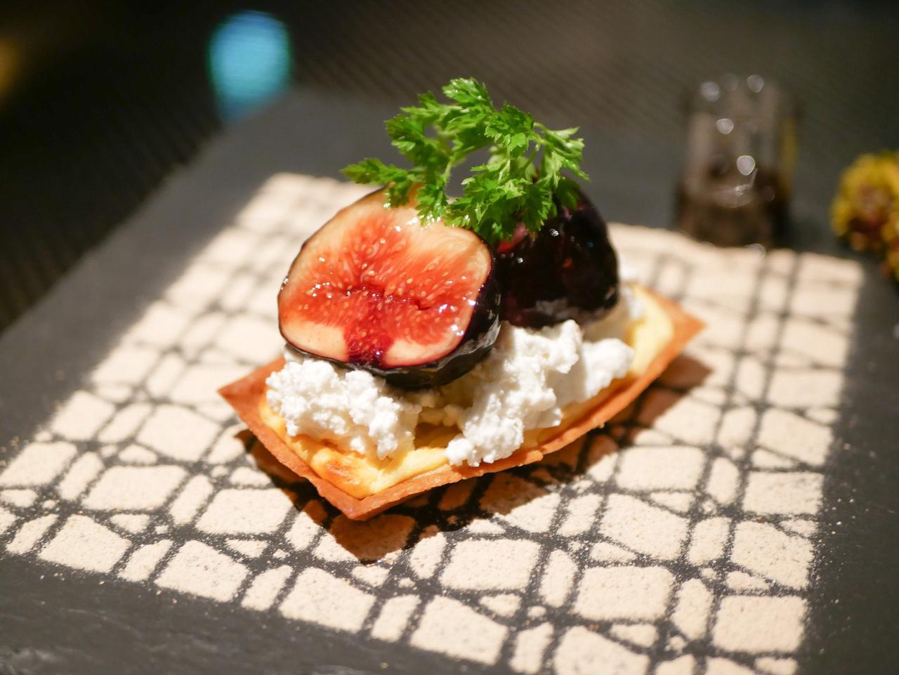 画像1: 旬のフルーツを贅沢に使用!「季節のタルト」