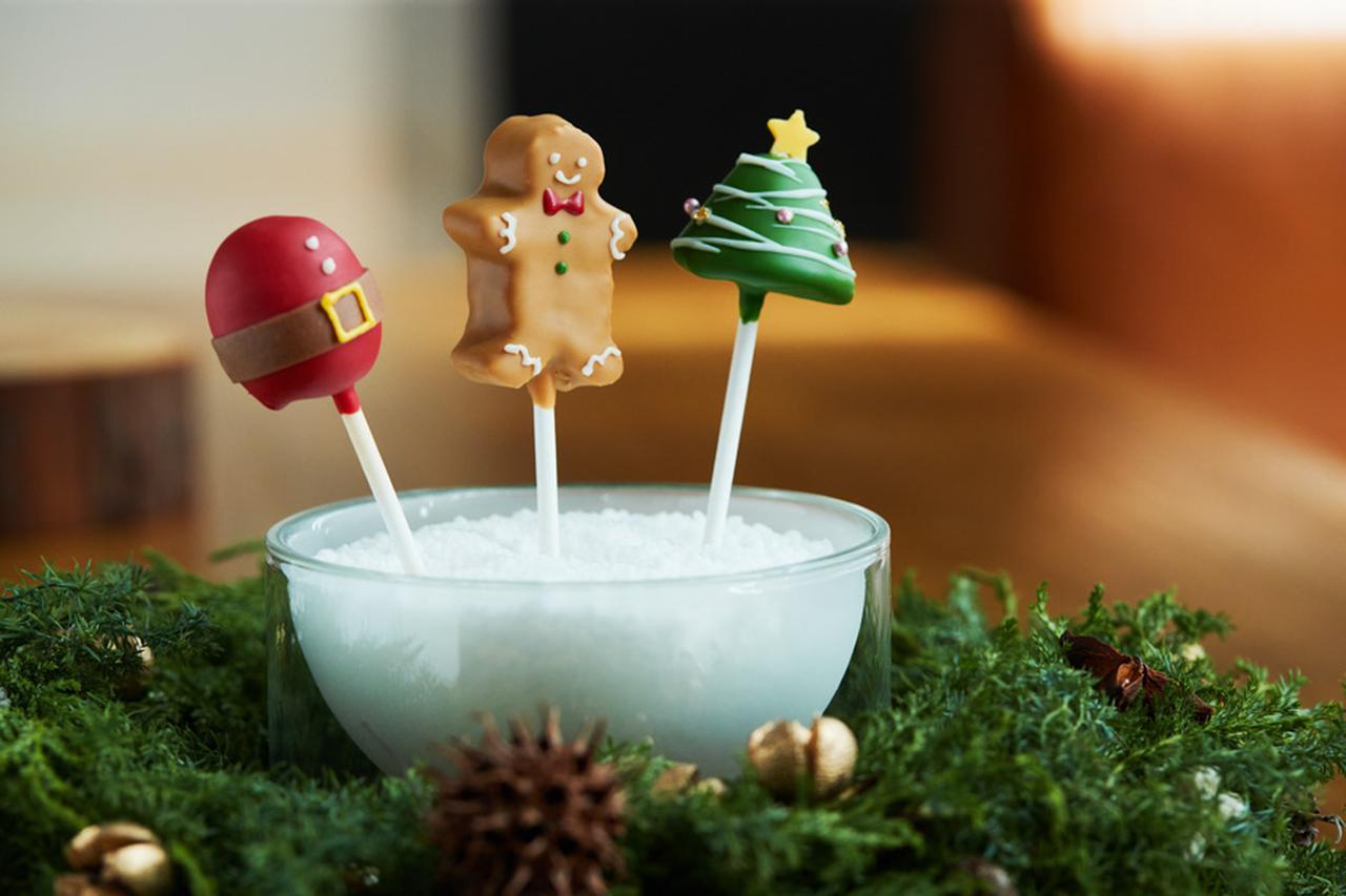 画像: ¥1,620(税込) 左より、サンタクロース(ストロベリー)、ジンジャーブレッド(チョコレート&パンデピス)、クリスマスツリー(ピスタチオ) 販売期間:2021年11月24日(水)〜12月25日(土)