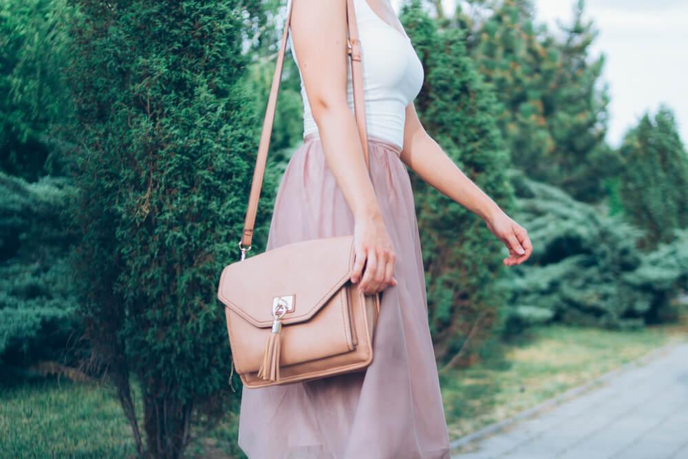 画像: 手持ちのバッグをイメージチェンジ