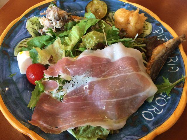 画像1: たっぷりお野菜のサラダと前菜盛り合わせ