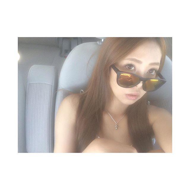 画像: 暑すぎて車に避難(((╹д╹;))) #海#夏#暑い#眠い#涼しくなるまで#車で#お昼寝#おやすみ##instagood#instapic#l4l#f4f instagram.com