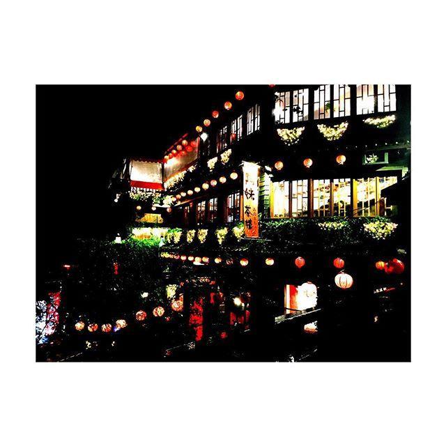 画像: 台湾ー❤️ ずっと行きたかった九份✨ #台湾#九份#九份老街#まさかの#大雨#黄色カッパ#弾丸ツアー#taiwan#taipei#instagood#instapic#l4l#f4f www.instagram.com