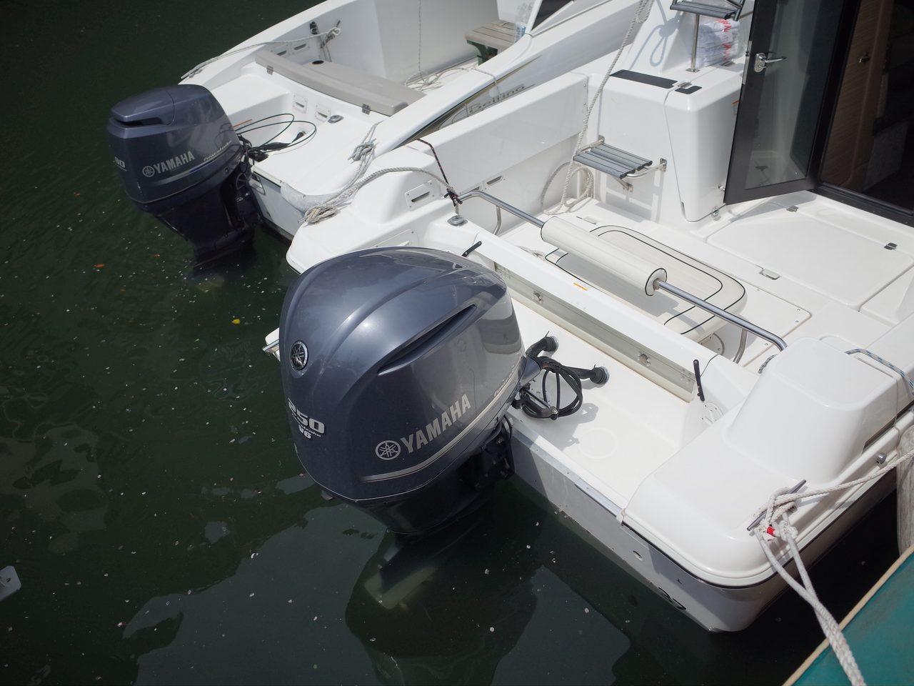 画像: ヤマハのロゴが誇らしげに。モーターボートというと誤解する人もいるだろうが、船外機は、電動モーターではなく、4ストロークのガソリンエンジンである。