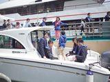 画像: 他の乗船メンバーもおもわず笑顔に。 オリエンテーションは全部で6艘。オリエンテーションは午前と午後に分かれて2回行われた。