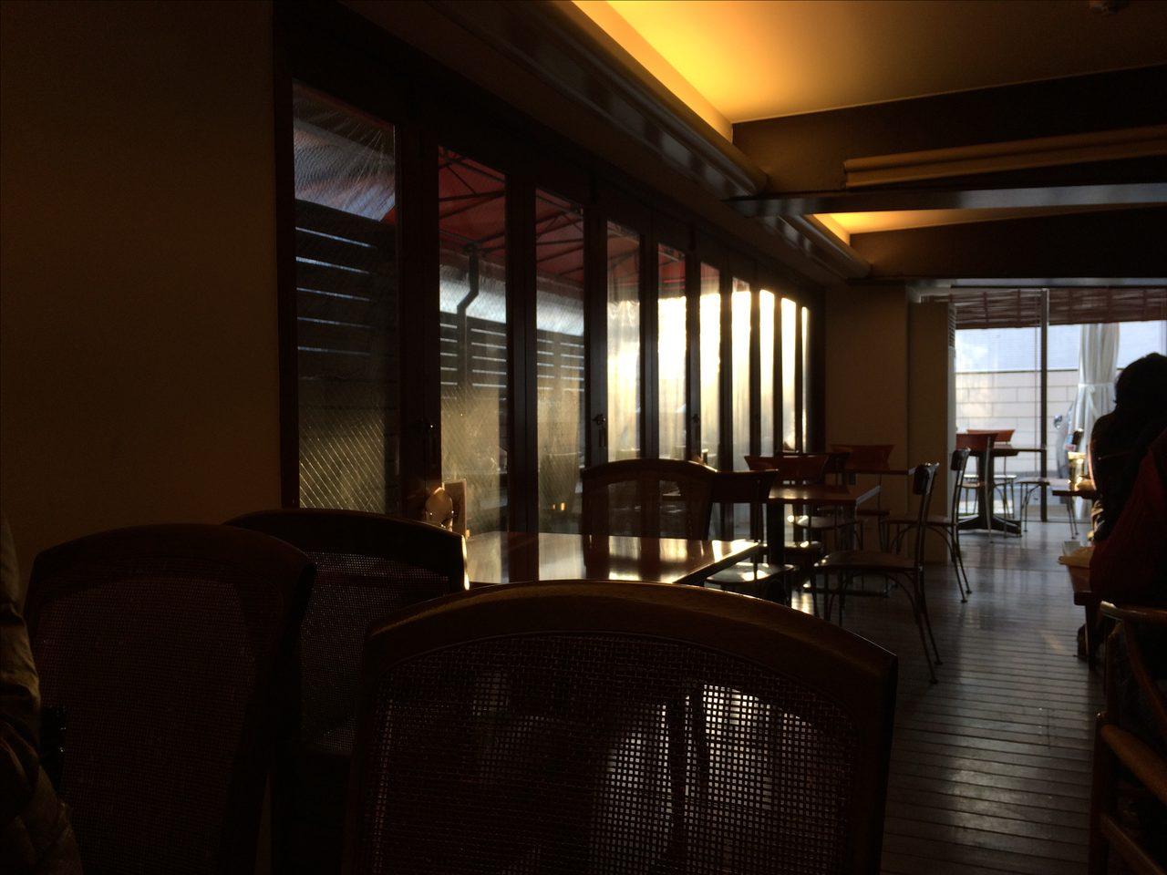 画像: 土日はあえて喧騒を避け地元のカフェで