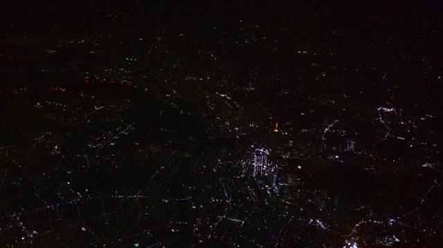 画像: 空から見下ろしても圧倒的に目立つ東京のシンボル