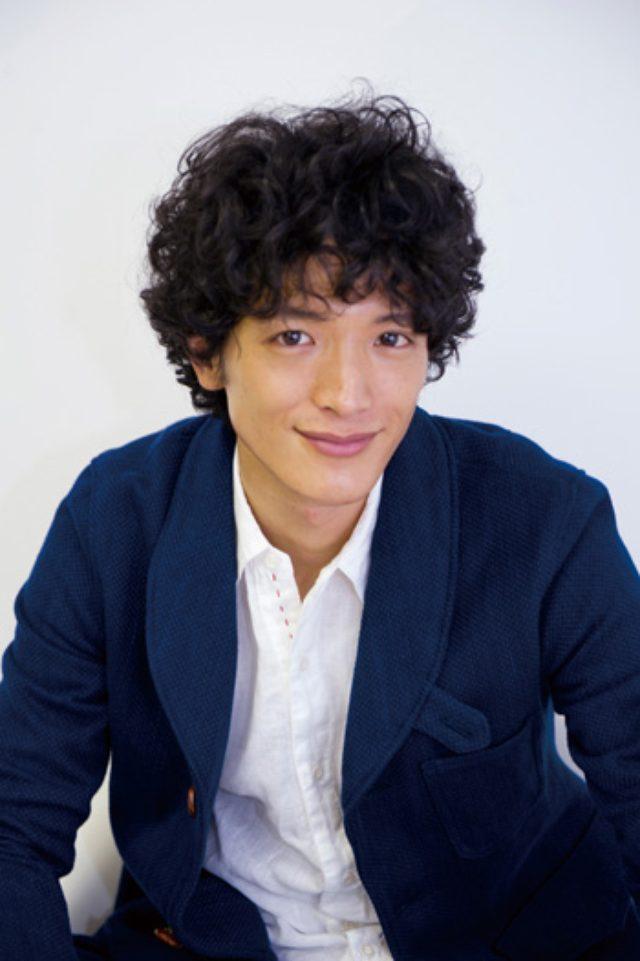 画像: ヘアメイク・atsu.co/スタイリスト・ume/衣装・BLUE TRICK/撮影・蔦野裕 http://www.tokyoheadline.com/vol639/interview.16824.php