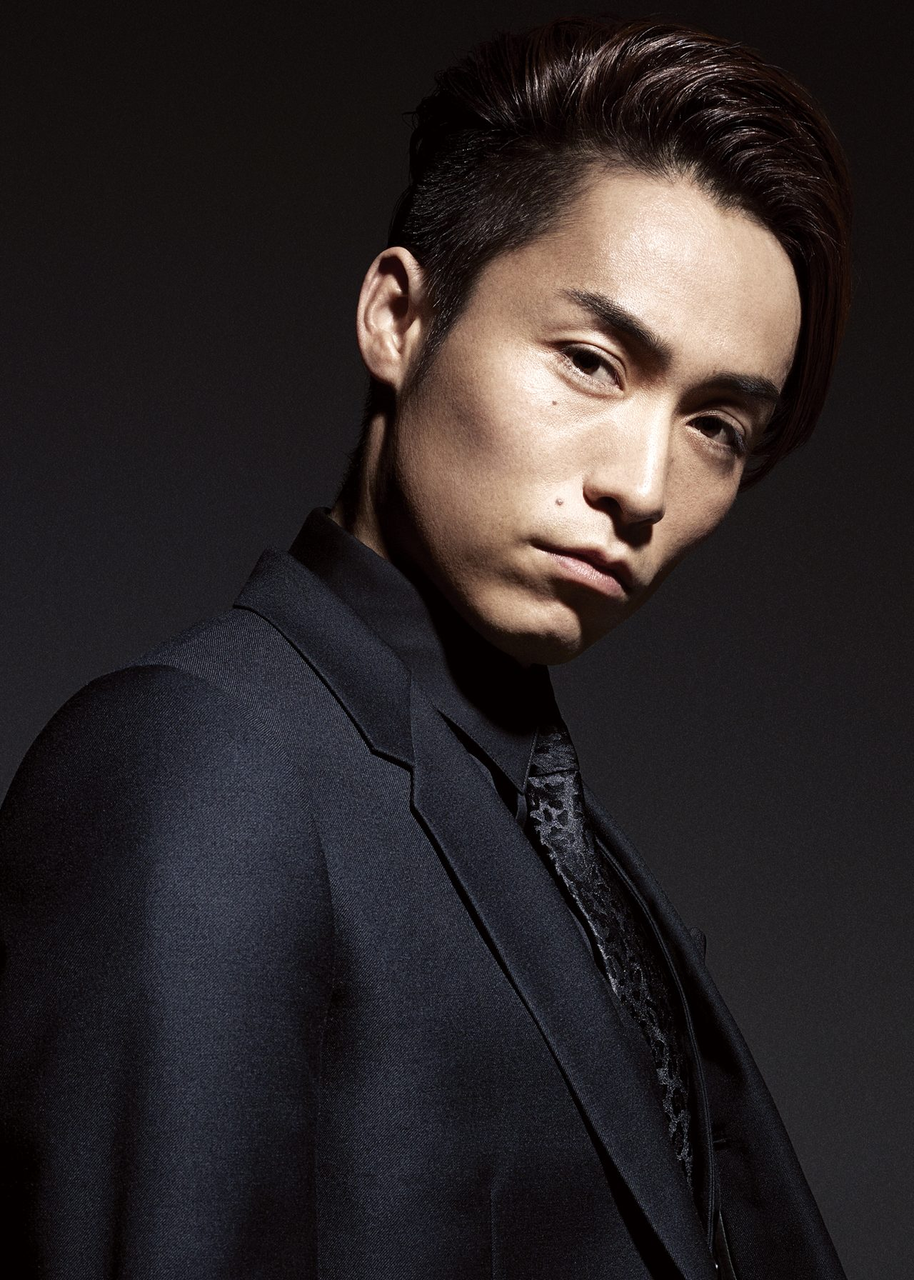 画像: 神奈川県横須賀市出身。19歳からダンスを始め、横須賀、横浜、東京などのクラブイベントで活動。ダンススクール「EXPG」にてインストラクターをしながら、さまざまなアーティストのバックダンサーとして活動。2007年1月、新生J Soul Brothersのメンバーに抜擢され、2009年2月にデビュー。同3月1日からはEXILEのパフォーマーとして多方面で活躍。 http://www.tokyoheadline.com/blog/danceexile_tetsuya/