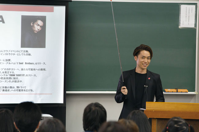 画像: EXILE TETSUYAが今期初講義淑徳大学人文学部表現学科で今年も客員教授を務める