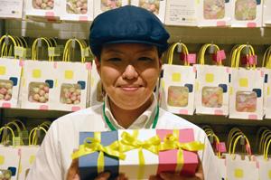 """画像: ヒトツブ カンロ 店長 岸川友子さん カンロの工場がある山口県光市から、わざわざ探して来てくださるお客様も結構いらっしゃいます。""""工場の近くに住んでいるので来ました""""とお声掛けいただいた時はすごくうれしかったですね。"""