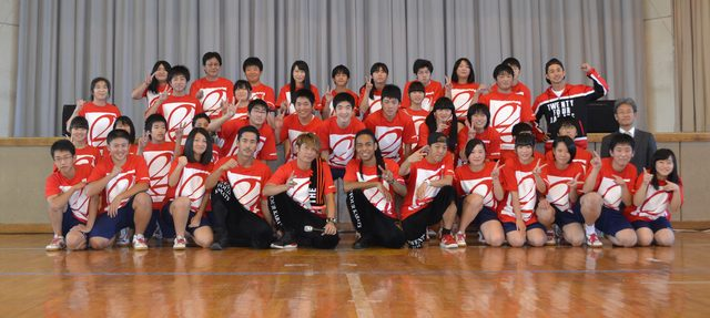 画像: TETSUYA&世界、生徒からのサプライズに感動