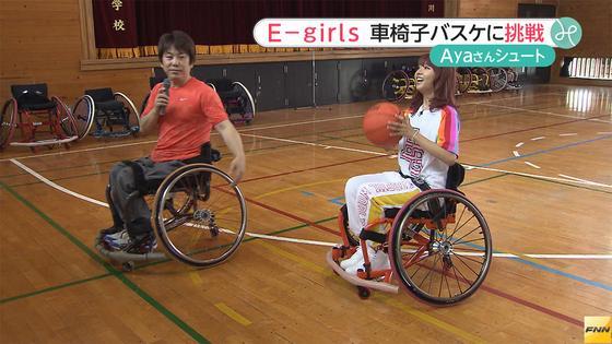 画像: E-girlsのAyaさん、小学生たちと車いすバスケットボールに挑戦