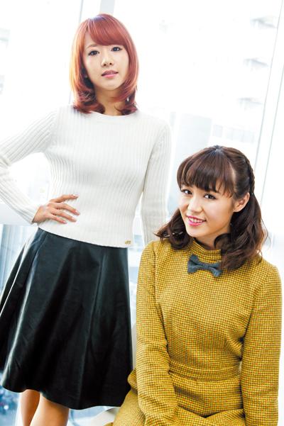 画像: 左から、Aya、鷲尾伶菜。撮影:野口岳彦