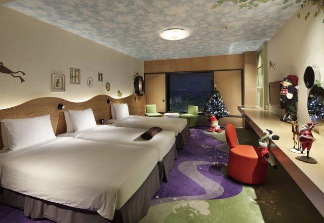 画像: クリスマスムード満点のロマンチックな空間が広がる www.hiltontokyobay.jp