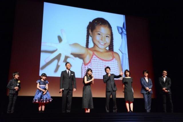 画像: 幼少期の有村架純さん。このポーズが本編の重要なキーに…??