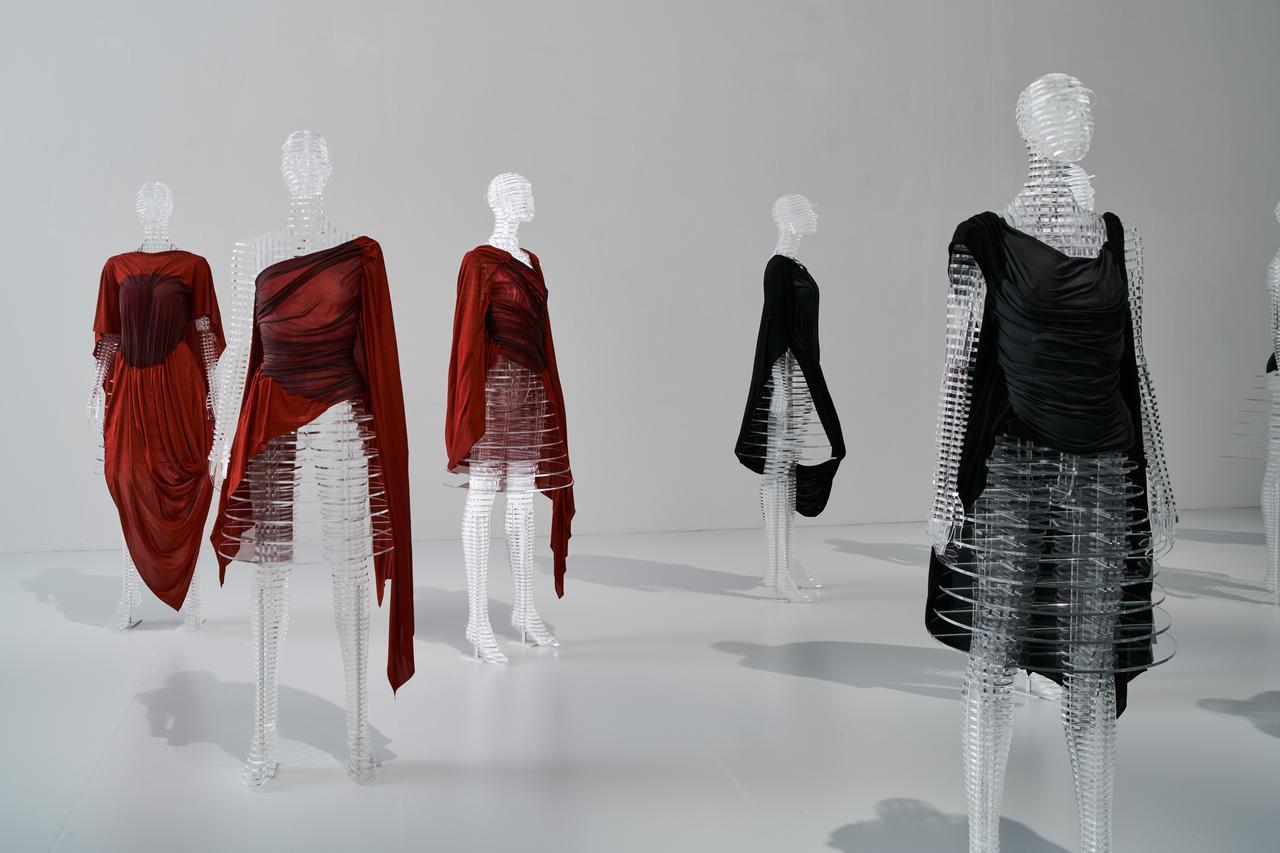 画像: 国立新美術館「MIYAKE ISSEY展: 三宅一生の仕事」展示風景 撮影:吉村昌也