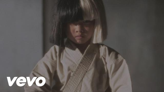 画像: Sia - Alive www.youtube.com