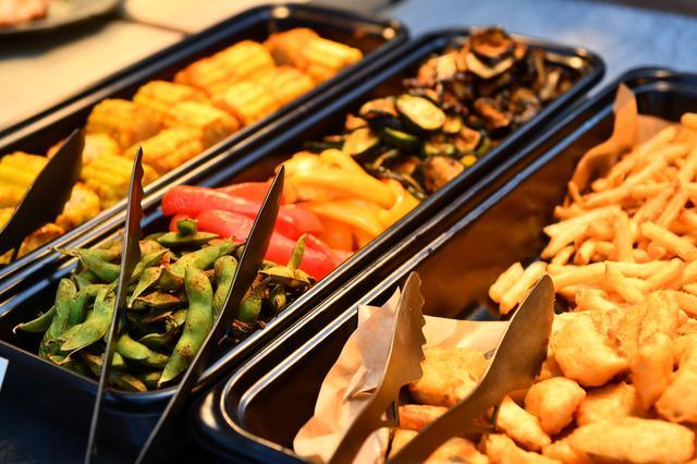 画像1: ビュッフェで楽しめるタパス料理