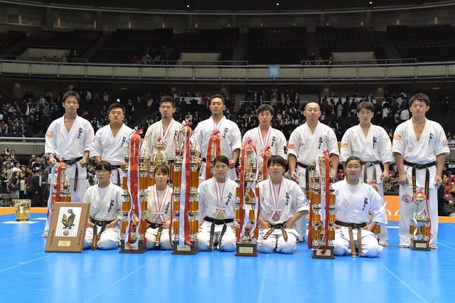 画像: 全日本選手権大会の表彰式(撮影・蔦野裕)