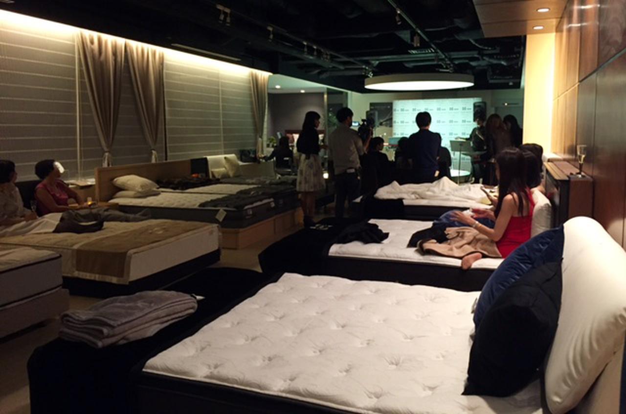 画像1: 秋の夜長を極上ベッドの上で過ごす 特別イベントに参加者うっとり!
