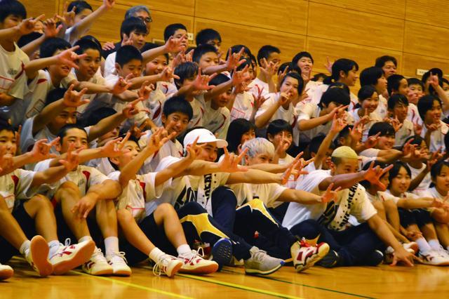 画像3: 【夢の課外授業】 メンディー先生ら、熊本で中学生にダンスレッスン